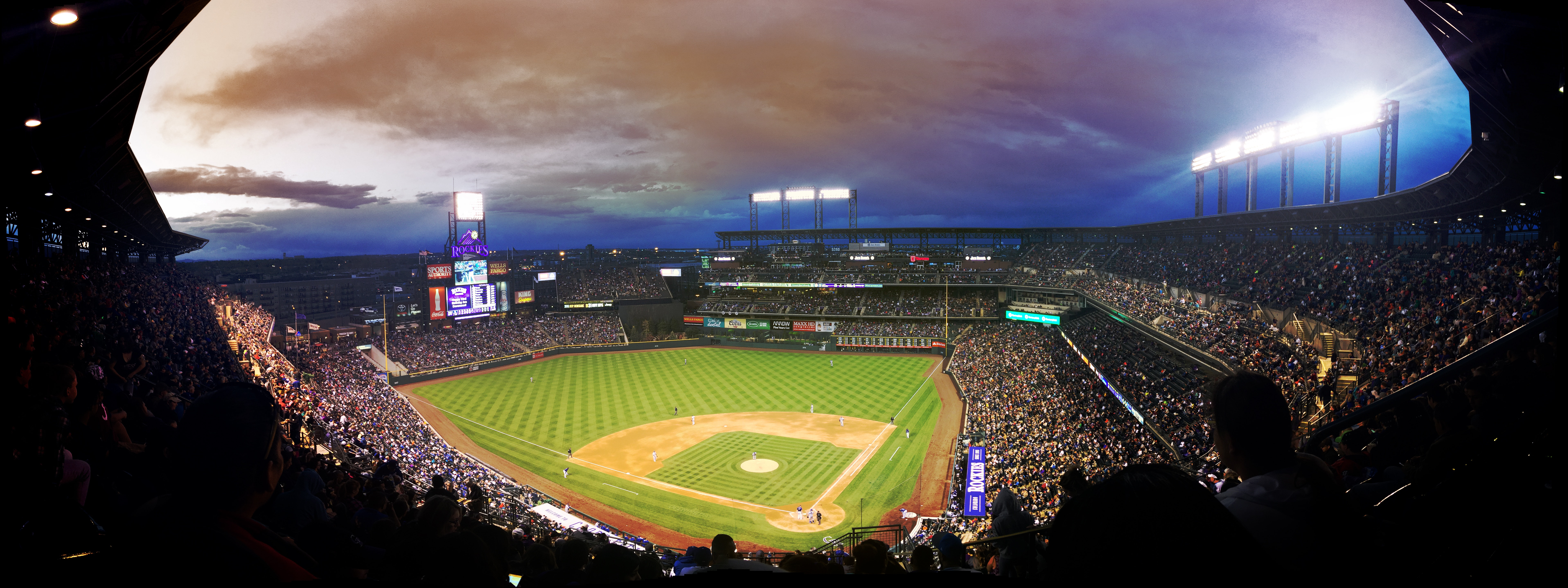 baseball-crowd-field-89699