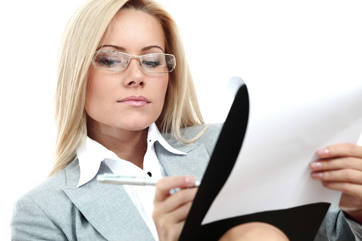 woman_with_glasses_working